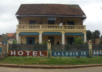 Hotel le louis 15 for Les noms des hotels
